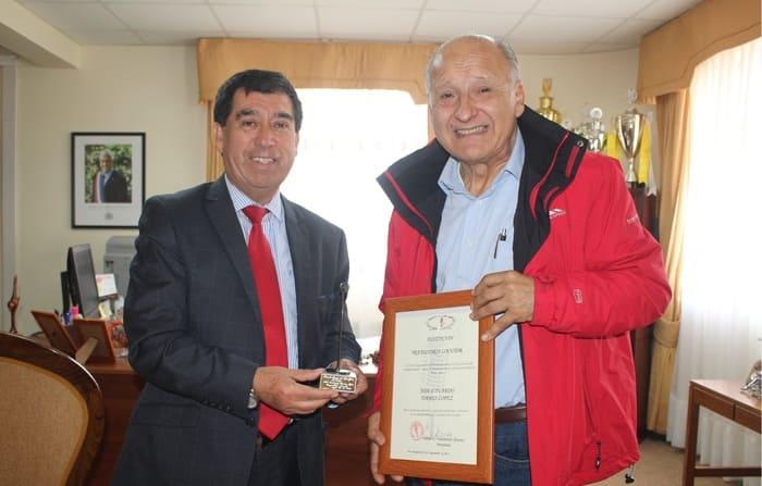 EDUARDO TORRES ES DISTINGUIDO POR CÍRCULO DE LOCUTORES DE LA REGIÓN