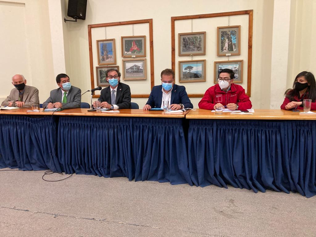 MINISTRO DE EDUCACIÓN COMPROMETIÓ PRONTA RECUPERACIÓN DE LA ESCUELA DE ANTIQUINA