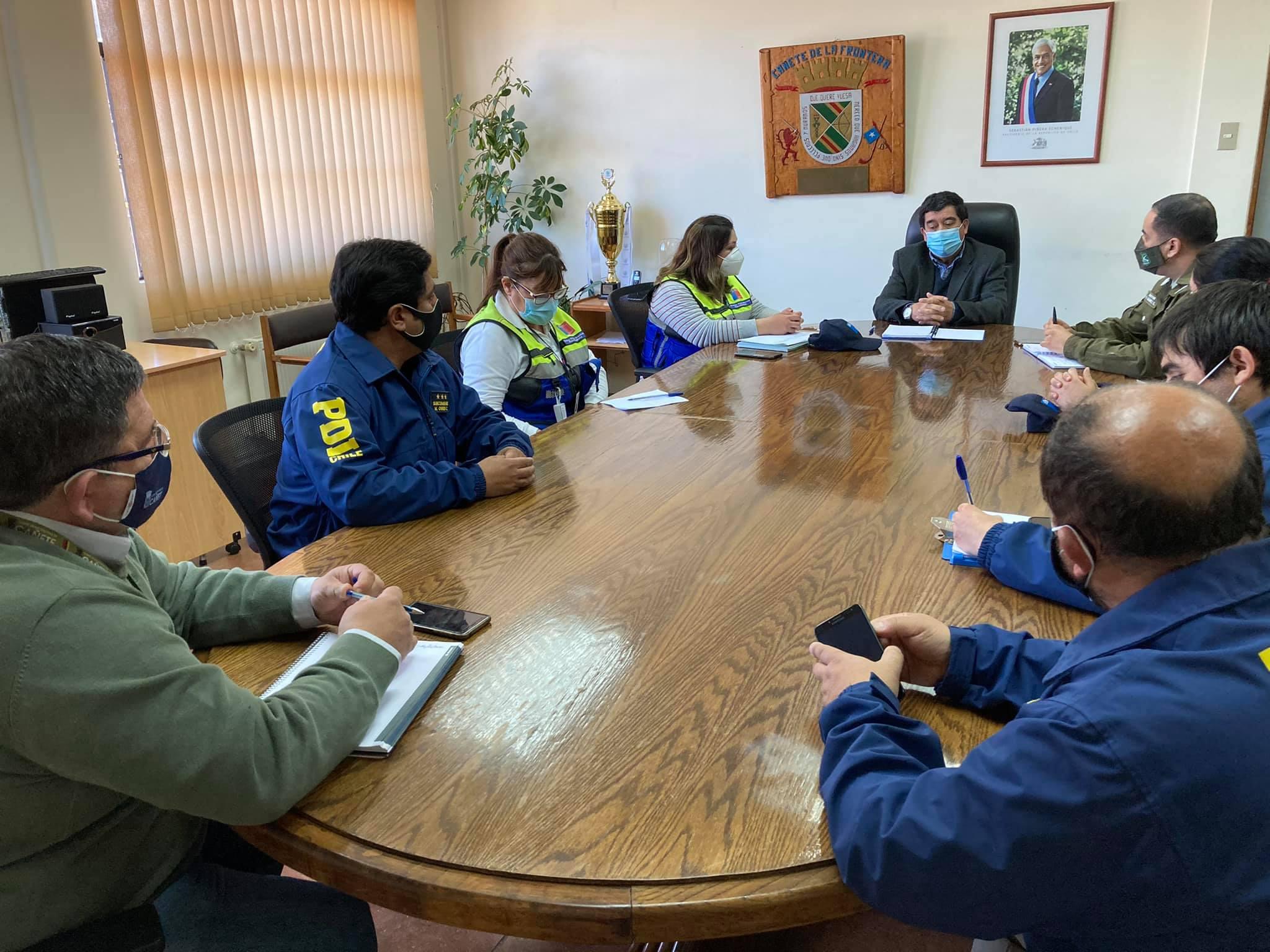 ALCALDE RADONICH SE REÚNE CON AUTORIDAD SANITARIA, CARABINEROS Y PDI PARA COORDINAR PLAN DE FISCALIZACIÓN EN LA COMUNA