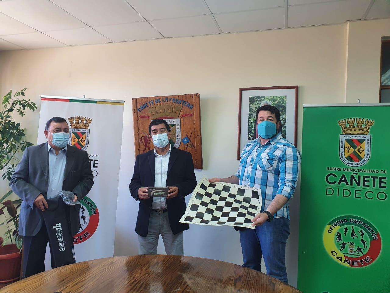 ALCALDE REALIZÓ ENTREGA DE IMPLEMENTACIÓN A CLUB DE AJEDREZ CAÑETINO