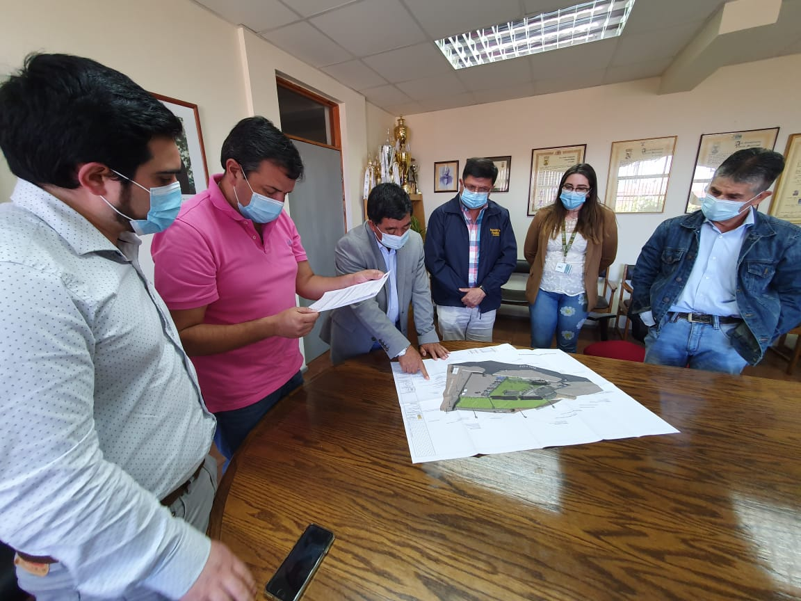 ALCALDE RADONICH SE REÚNE CON CONSEJEROS REGIONALES PARA SOLICITAR APROBACIÓN DE PMB CUATRO TUBOS Y SANTA CAROLINA
