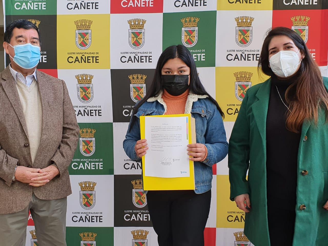 CINCO ESTUDIANTES CAÑETINOS DEL INTERNADO LA GRANJA RECIBIERON IMPORTANTE BECA ENTREGADA POR LA FUNDACIÓN PORTAS