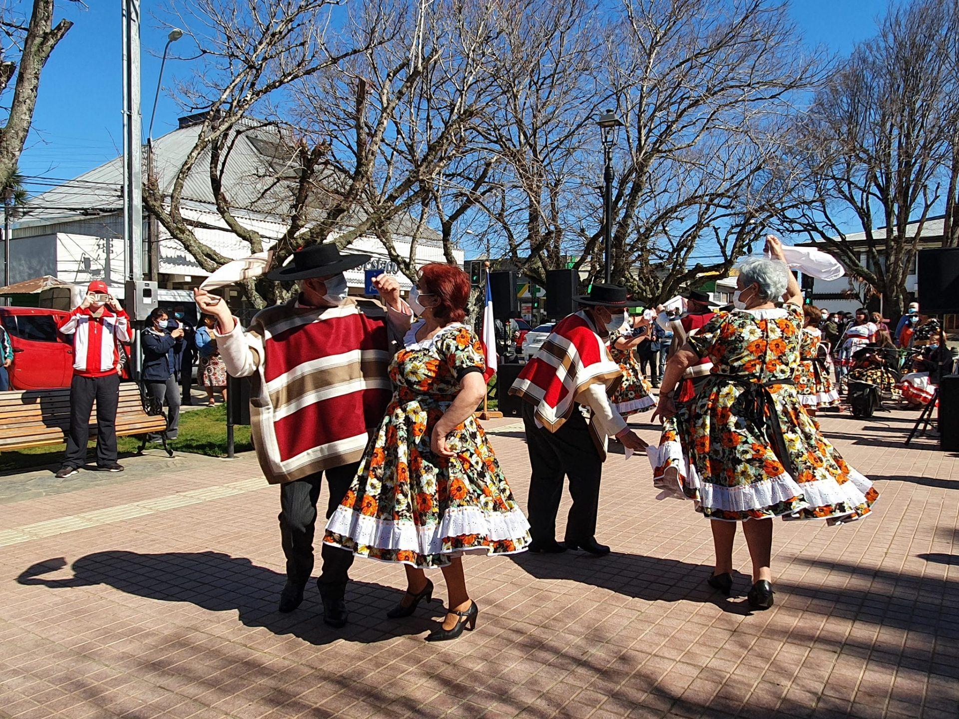 Con esquinazo en Plaza de Armas Cañete inicia celebraciones de Fiestas Patrias